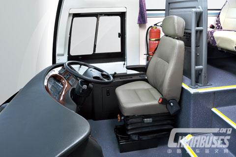 XMQ6128SD Cab