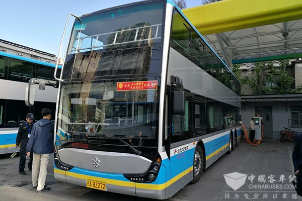 Yinlong Electric Double-deckers Start Operation in Beijing