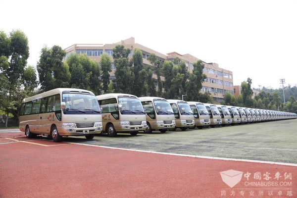 Golden Dragon Buses Serve at 19th CPC National Congress