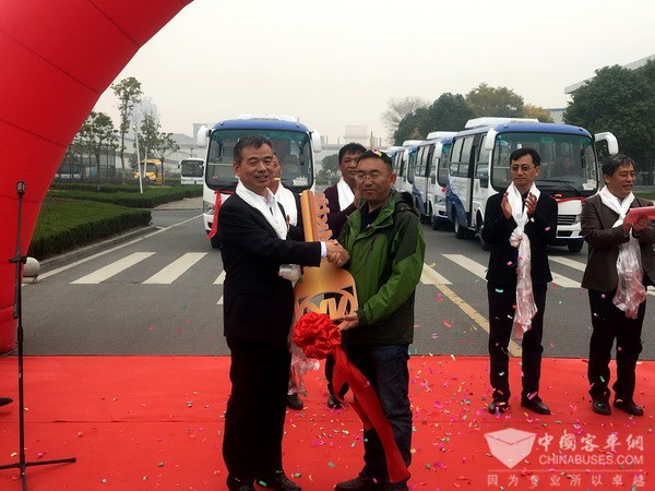 Ankai Buses Delivered to Tibet for Operation