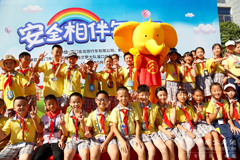 Golden Dragon Bus Safety Classes Entered Anren Primary School