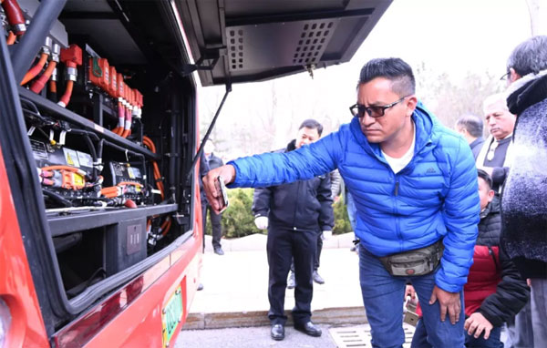 Six Bus Operators from Ecuador Visit Yantai Public Transport Group