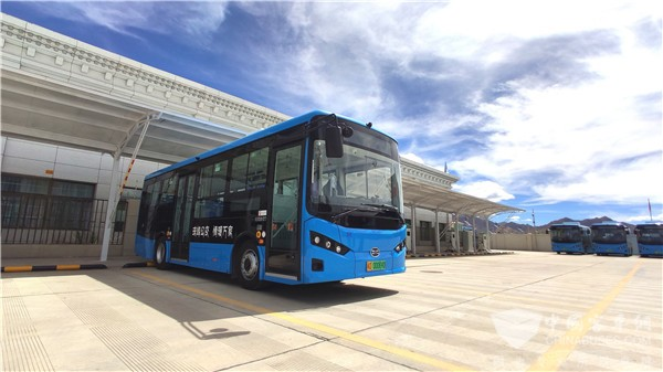 70 units BYD B8 electric city buses were officially put into operation on three bus routes in Shigatse, Tibet