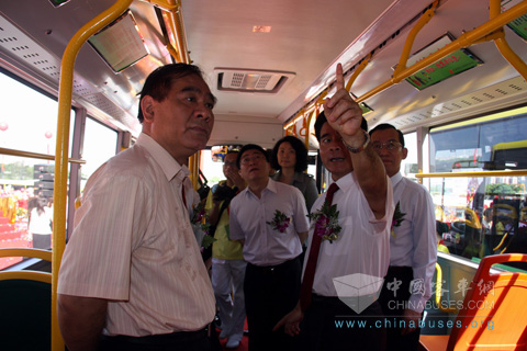 The government leaders visit King Long Clean Energy Buses