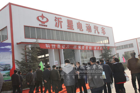 The attenders visit Shandong Yixing Electric Auto Co., Ltd