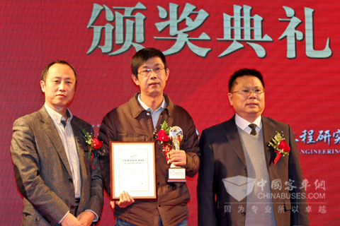 Regional Manager YANG, Zhenxue Accepts the Award